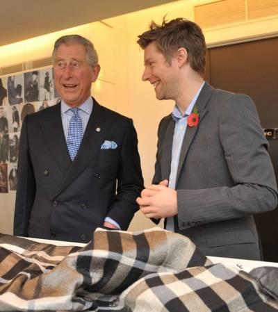 Il Principe di Galles inaugura la sede globale di Burberry - Moda ... 39a88ff49c1