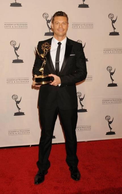 Burberry veste la 62ma edizione degli Emmy Awards - Moda uomo ... 3fd61d97f44