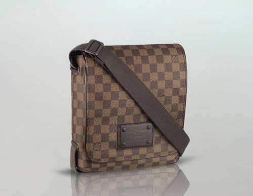 orologio 8d4f3 bf0db Borsa a tracolla uomo di Louis Vuitton, ecco la Brooklyn PM ...