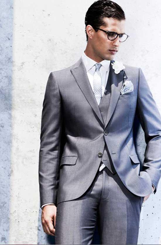 Vestiti Eleganti Uomo Armani.Giorgio Armani Presenta Gli Abiti Da Sposo 2012 Per Un Uomo
