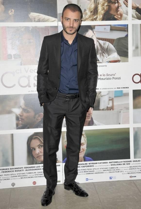 Nicolas Vaporidis in Burberry alla premiere di