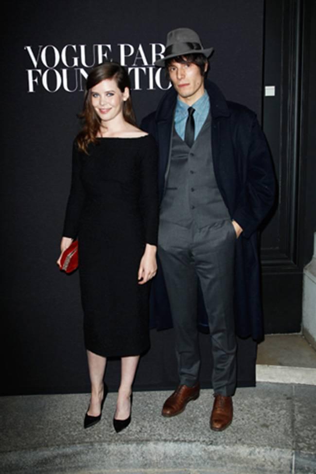 Burberry Veste Vogue Paris Fashion Fund  ecco James Norton e Jeremy ... e700bc3fbf1