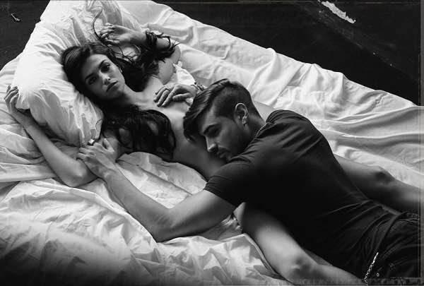Fabio colloricchio e nicole lei nuda sul letto la foto - Foto di innamorati a letto ...