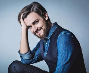 Valerio Scanu abiti Festival di Sanremo stilista Pignatelli