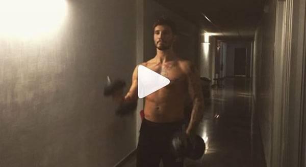 Stefano De Martino video fisico