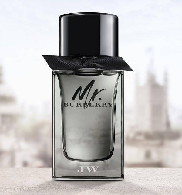 Burberry lancia il nuovo profumo Mr. Burberry con una campagna realizzata  dal vincitore di premi Oscar e Turner Steve McQueen. 892fc9fea8e