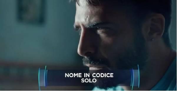 Marco Bocci biondo alla presentazione di di Nome in codice: Solo