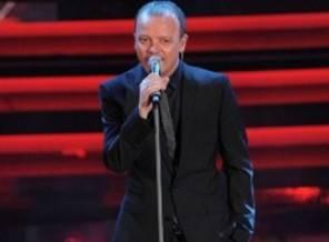 Gigi D'Alessio abito look Festival di Sanremo 2017 chi è lo stilista