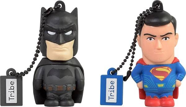 Festa del papà Tribe propone gli accessori tech di Superman e Batman