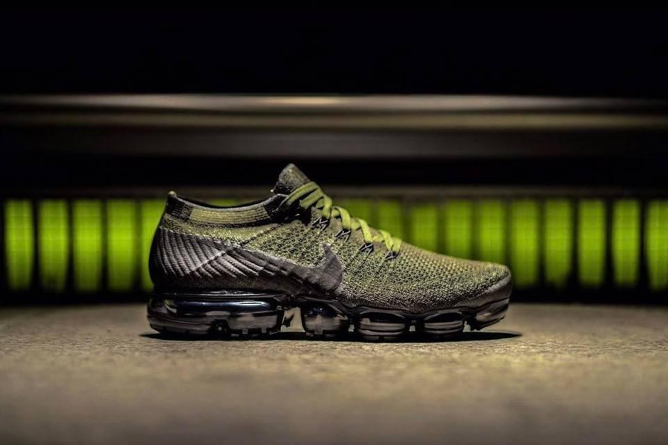 La nuova, stilosa Nike VaporMax presenta una colorazione Nero/Verde