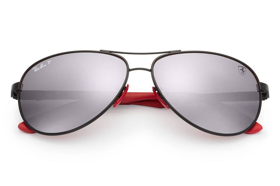 Ray-Ban e l'accordo con la Ferrari che permette la creazione di occhiali dall'eleganza indiscutibile