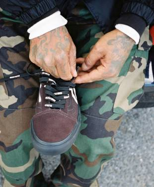 """Una scarpa giovanile informal-chic è il punto cardine della collezione """"Mean Eyed Cat"""" dei brand Vans e Patta"""