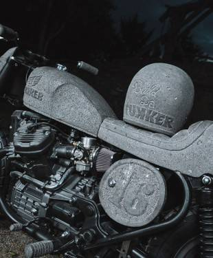 Una moto fatta di pietra? Sì, esiste ed è la Honda CX500 di Chris Zernia