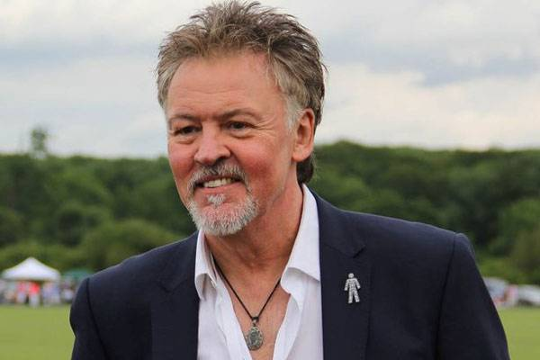 Giussano, incidente in auto per il cantante Paul Young