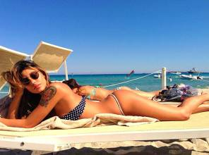 Vacanze e Vip Belen Rodriguez in bikini è sempre un bel vedere