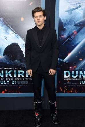 Harry Style ha scelto un abito stiloso alla presentazione del film