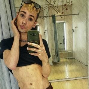 Chi è Vale nTino il cantante rap e ballerino che divide gli utenti Facebook