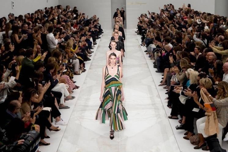 Calendario Sfilate Milano.Milano Moda Donna Calendario Sfilate Fashion Week 2017 18
