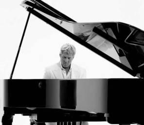 Festival di Sanremo Claudio Baglioni ha firmato lo stile e la voce all'Ariston