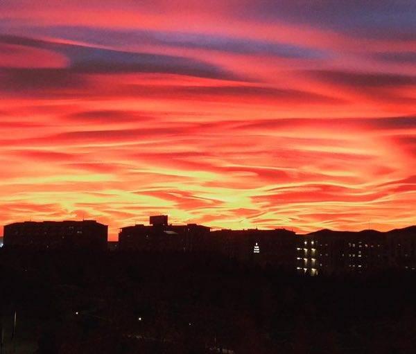 Cosa sono le nubi lenticolari del bellissimo tramonto su Milano?
