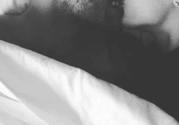 La prima foto a letto insieme di ignazio e cecilia dopo il - Fratello e sorella a letto insieme ...