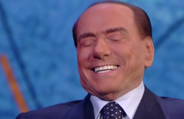 Silvio Berlusconi e i denti bianchi cosa ha fatto per avere quel sorriso smagliante?
