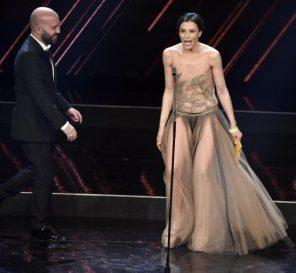 Anna Foglietta Sanremo 2018 abito stilista e accessori indossati al Festival