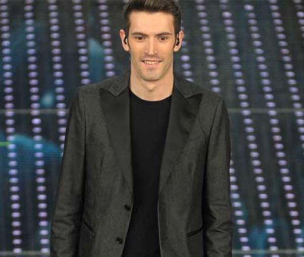 Giovanni Caccamo Sanremo 2018 testo della canzone e abito e stilista scelto