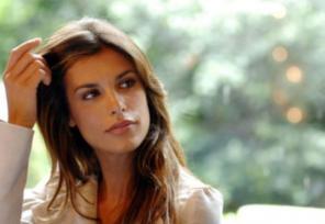 Elisabetta Canalis abito acconciatura scarpe e stilista per Sanremo Young