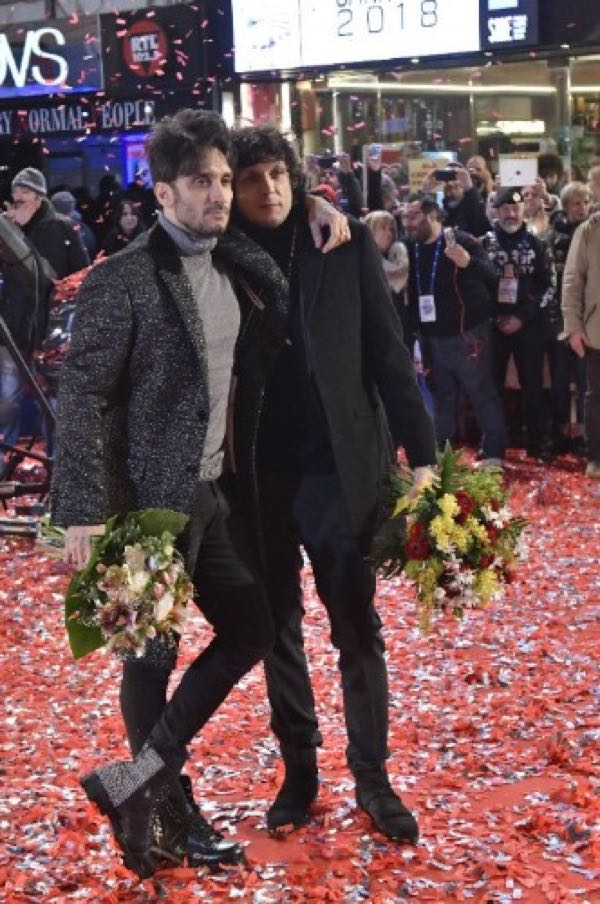 Fabrizio Moro Sanremo 2018 look stilista e abito scelto per l'Ariston