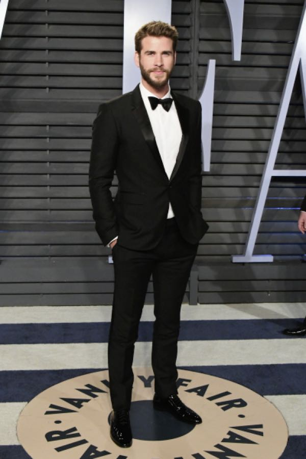 Oscar 2018 abiti e stilisti Burberry ha vestito LIAM HEMSWORTH e MARTIN  MCDONAGH e07ae631c41
