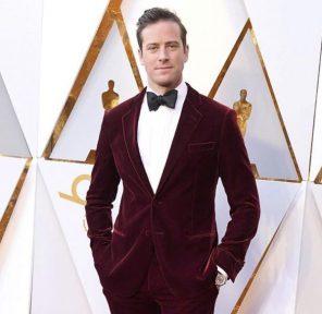 Armie Hammer Oscar 2018 abito Giorgio Armani per la notte delle stelle