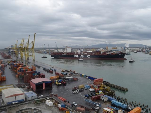 Boato porto Livorno,ci sarebbero feriti