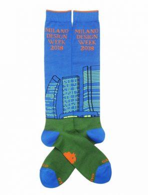 Salone del mobile di Milano ispira la moda delle calze per gli uomini di oggi
