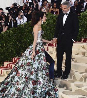 Met Gala 2018 George Clooney e la moglie Amal abito e stilsta red carpet