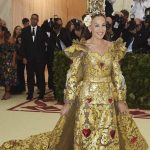 Met Gala 2018 Sara Jessica Parker torna nella casa di Sex in The City in Dolce e Gabbana