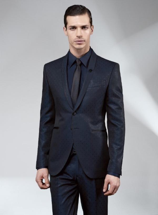 Moda uomo i completi classici che vestono l'eleganza maschile