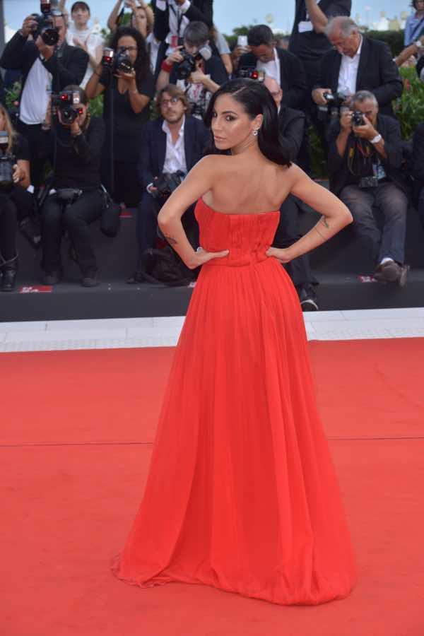 Giulia De Lellis abito stilista al Festival di Venezia e Hair Style