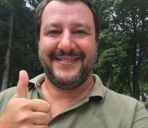 Matteo Salvini guarda Temptation Island Vip dopo una lunga giornata di lavoro e stress